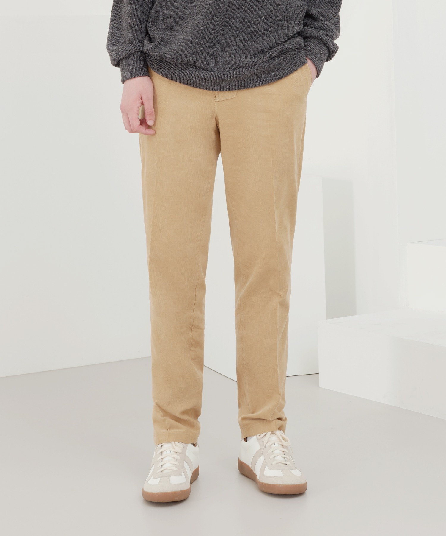Tapered Fly Button Corduroy Pants_Brown