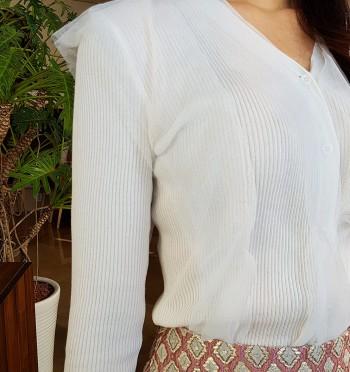 Feminine ruffle knit cardigan