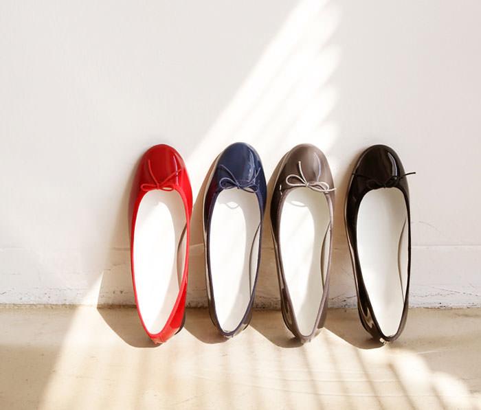 enamel ribbon flat shoes