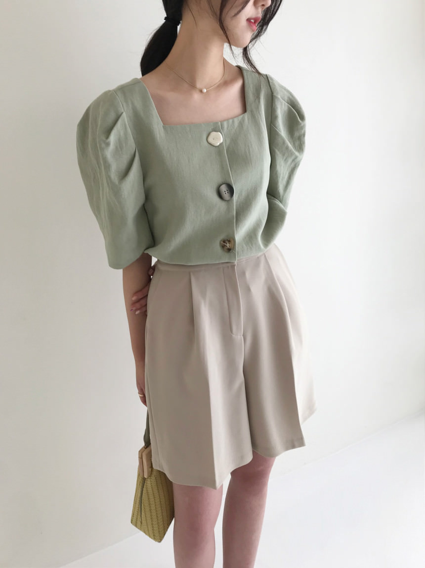 Pave Mother-of-Pearl Button Linen Puff Blouse
