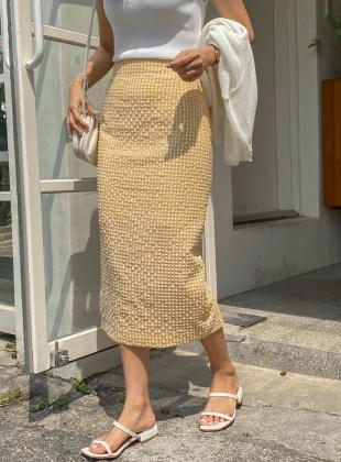 Embossed Check Back Long Skirt